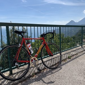 Cannondale CAAD 5, replica Team Saeco, 2001/2002, between the mountains of Garda Lake, foto.